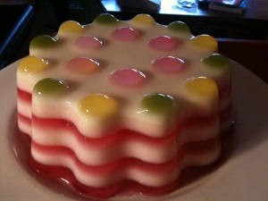 This multi-layer jelly mold based on lemon and cream jellies.